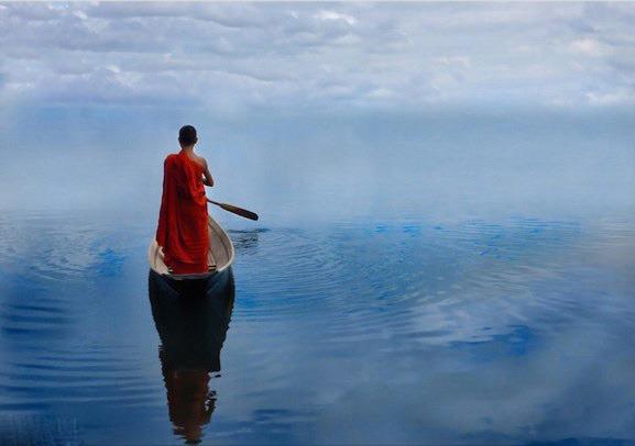 Sông có khúc, người có lúc, ta đi đường ta vạn sự tùy duyên, không tranh đấu thì phúc báo sẽ đong đầy
